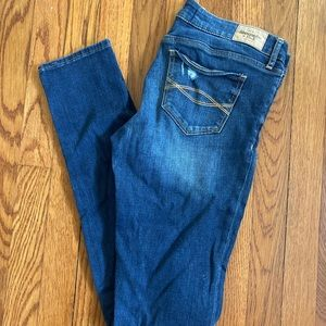 A&F Low rise super skinny destroyed 6L